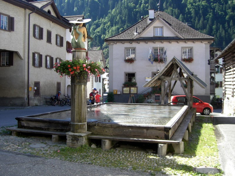 Holzbrunnen